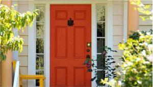 رنگ کردن درب چوبی